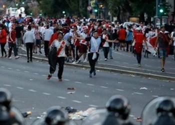 Suspenden final entre River y Boca por violencia de fanáticos 8