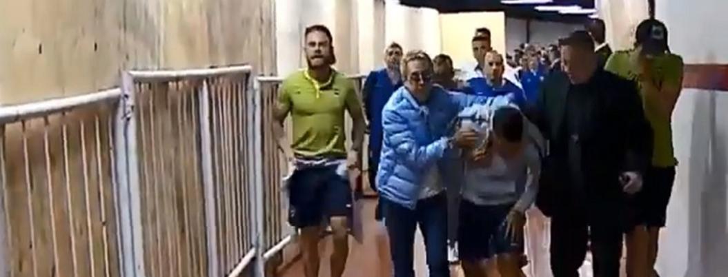 Lanzan gas pimienta aficionados de River contra jugadores de Boca