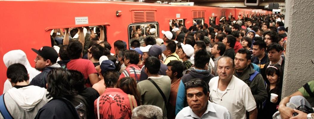 Metro de la CDMX es un nido de abusos contra las mujeres