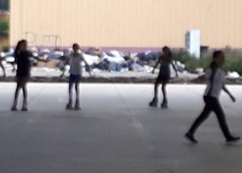 Jóvenes practican patinaje rodeadas de basura en Cuernavaca 1