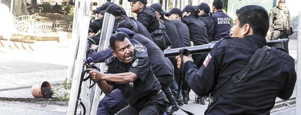 Manuel Velasco reprime protesta porque le afeaba el show de su informe