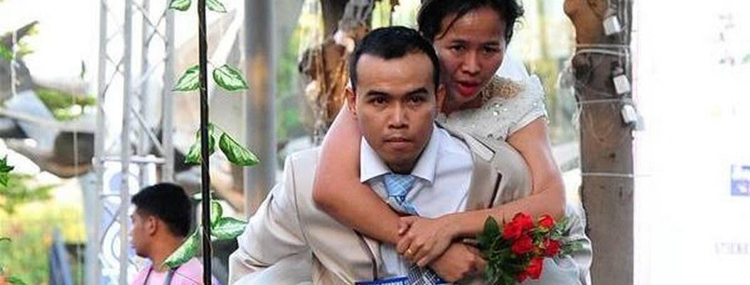 Parejas tailandesas corren 2 kilómetros para ganar boda con todo pagado