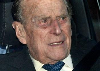 Duque de Edimburgo impacta auto donde viajaba un bebé; ambos salieron ilesos 1