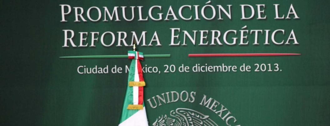 """""""Aún espero que se disculpen quienes destruyeron a Pemex"""": AMLO"""