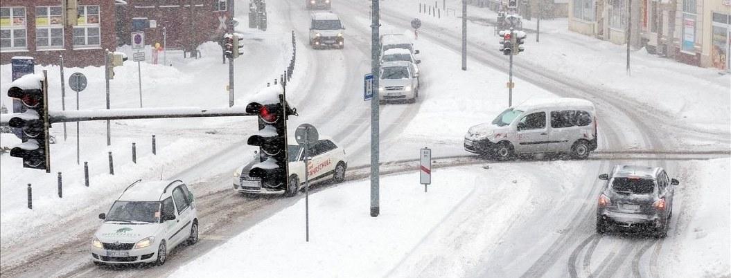 Francia en alerta máxima por extremo frío y caída de nieve