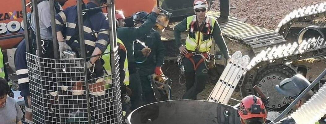 Mineros muy cerca de dar con niño que cayó en pozo de España hace 12 días