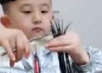 Niño estilista enamora las redes con sus peinados y cortes 4