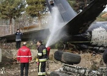 Mueren 15 personas al estrellarse avión de carga en Irán 1