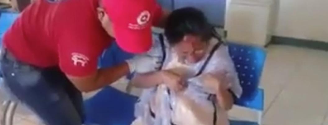 Mujer convulsiona en Centro de Salud de Ometepec esperando atención