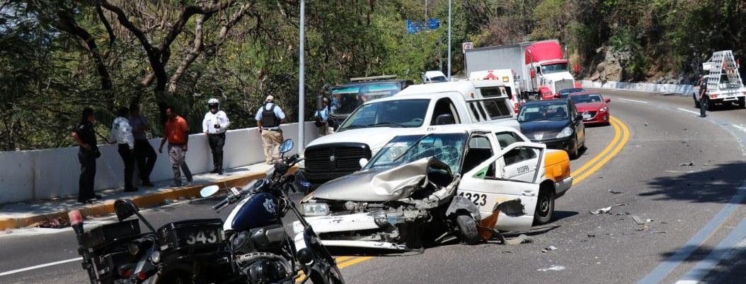 Choque en la avenida Escénica de Acapulco deja 4 lesionados