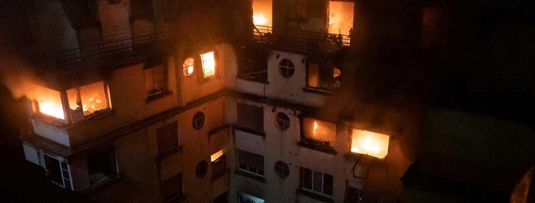 Suman 10 muertos por incendio de edificio en París