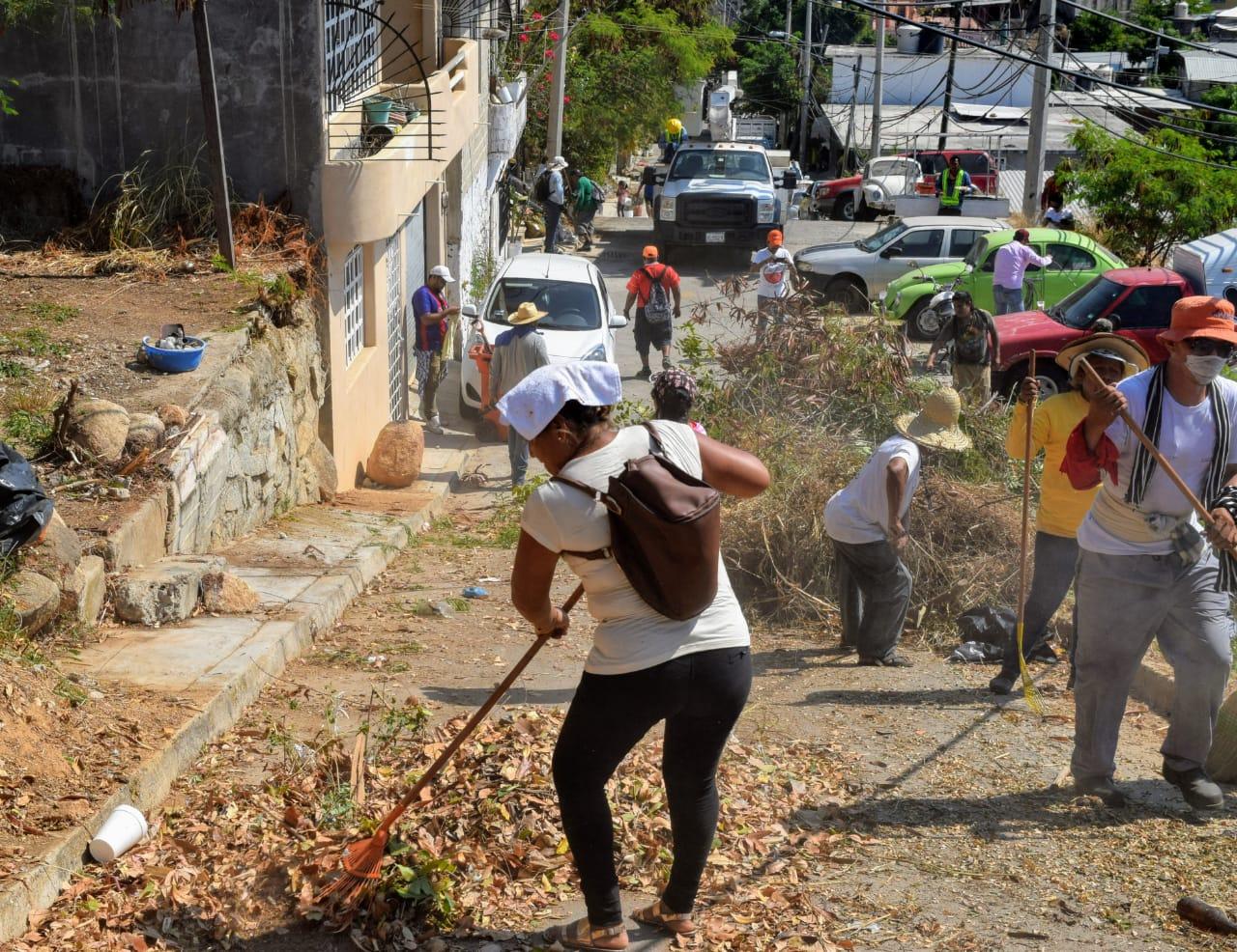 Labores de limpieza en la colonia Solaridad Mozimba