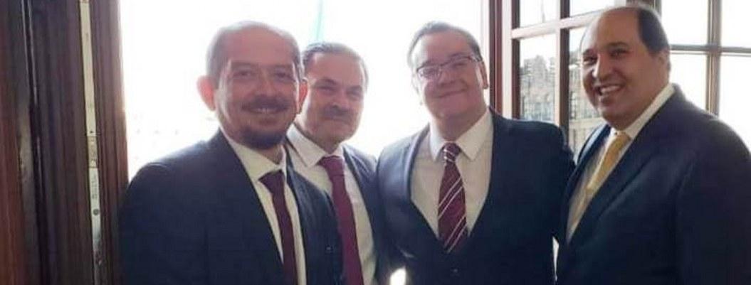 Primer plano Marcos Herrerías, Gabriel García, en medio, Lázaro Cárdenas Batel, derecha.