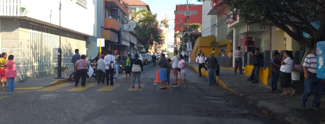 Capach no da servicio y vecinos no dejan de bloquear calles