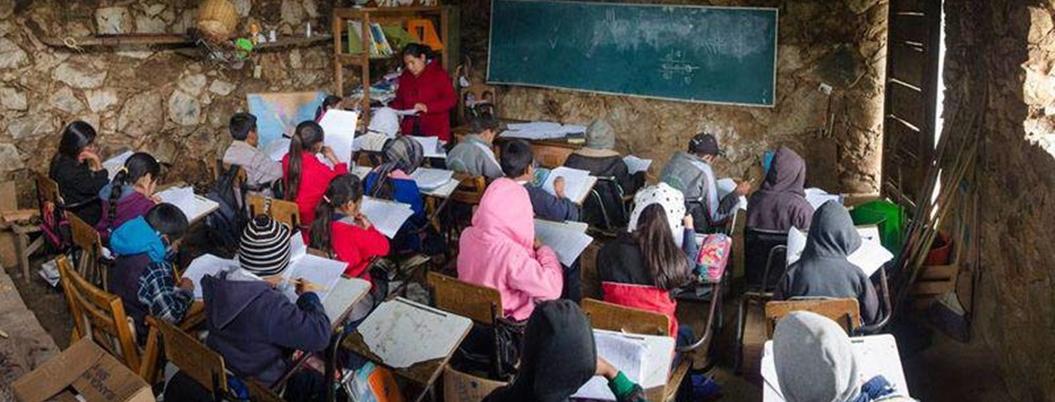 Entregan libros en vez de armas a niños de Chilapa