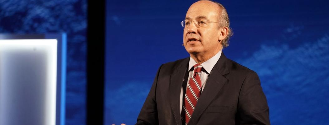 Calderón reprueba insistencia de AMLO de construir refinería