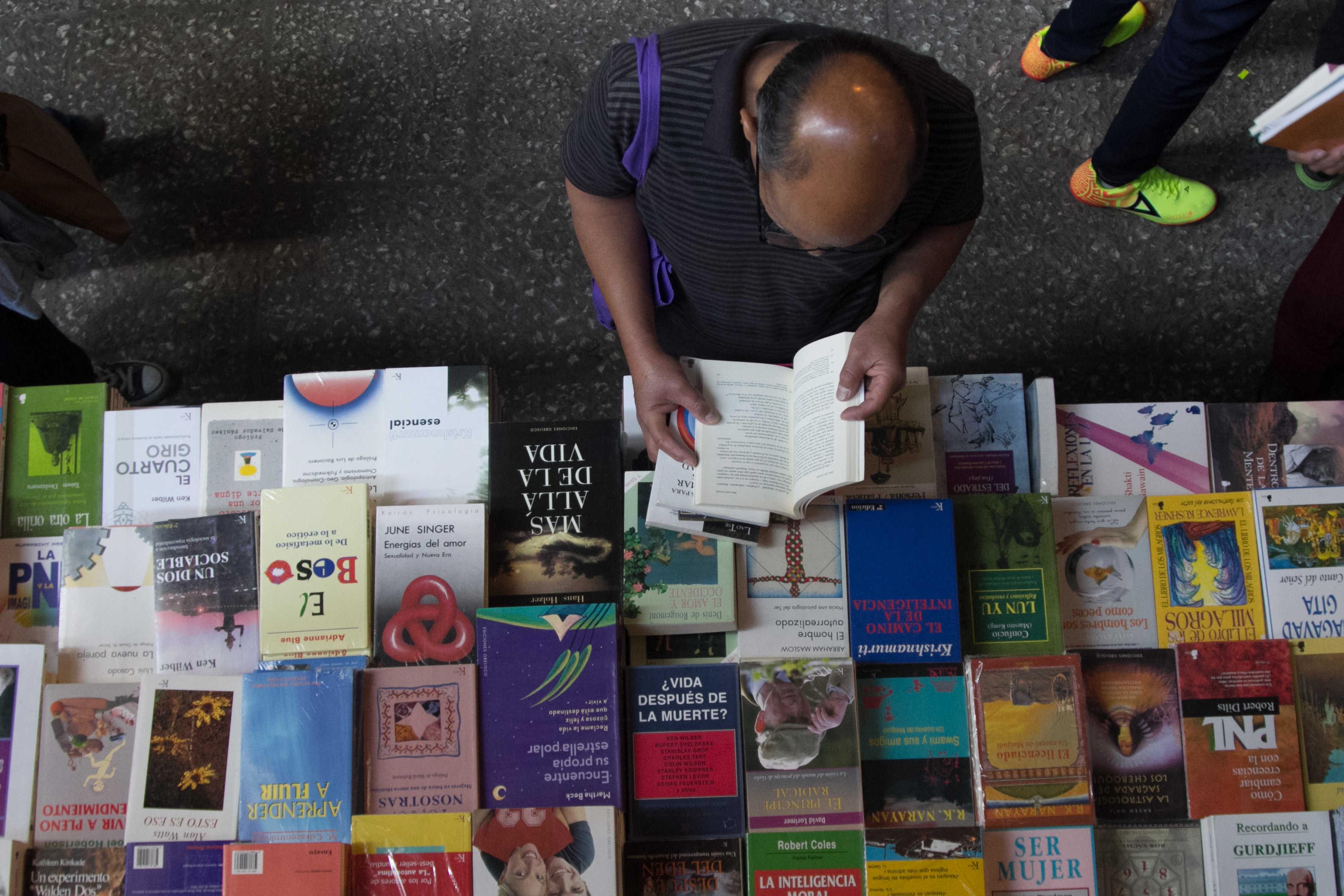 Feria del Libro del AICM ofrece publicaciones desde 9 pesos