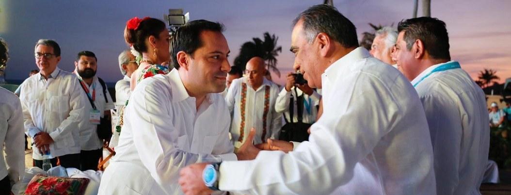 Astudillo saluda a gobernador de Mérida