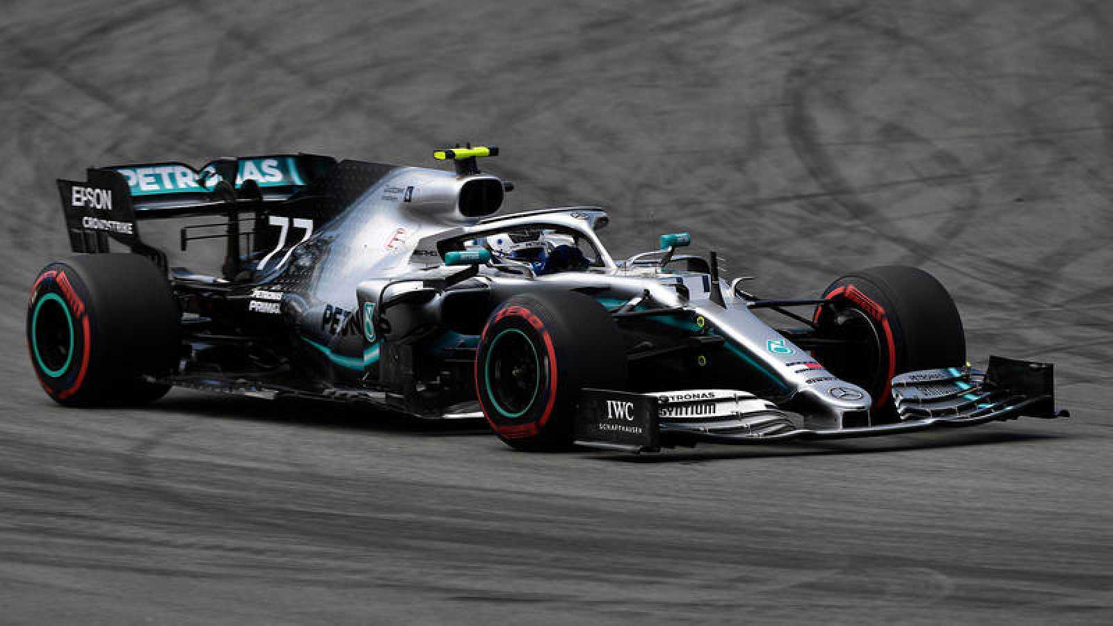 Bottas castiga a Hamilton; gana la 'pole' para GP de España