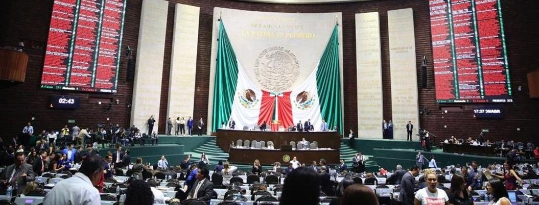 Diputados van por controversia contra altos sueldos en el INE