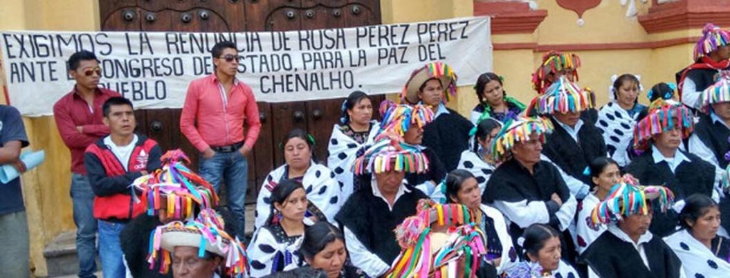 Desplazados de Chenalhó mantienen paro en Palacio Nacional