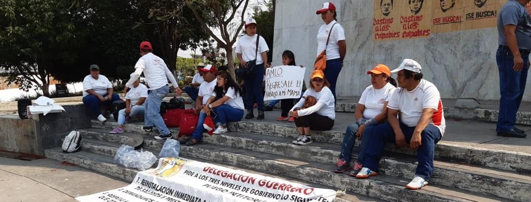 Trabajadores del Conafe exigen reinstalación en Chilpancingo
