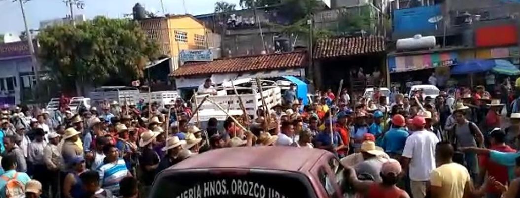 Acuerdan construir obras con recursos del ramo 33 en San Luis Acatlán