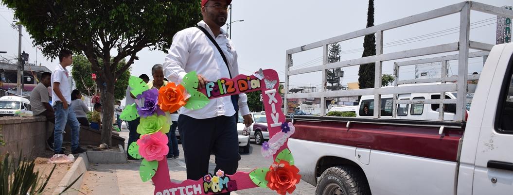 Taxistas regalan viajes a mamás de Chilpancingo