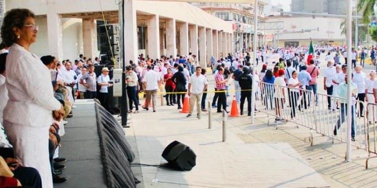 desfile adela acapulco 1055x402