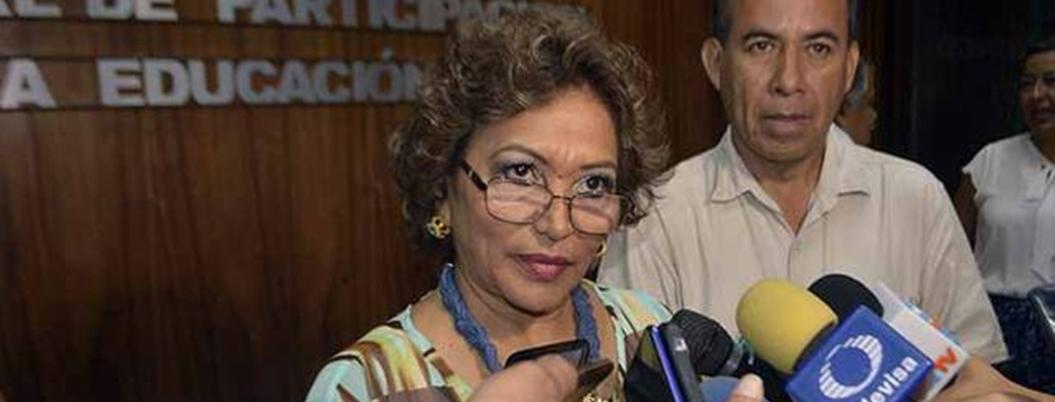 AMLO continúa cumpliéndole a Acapulco a un año de su triunfo: Adela