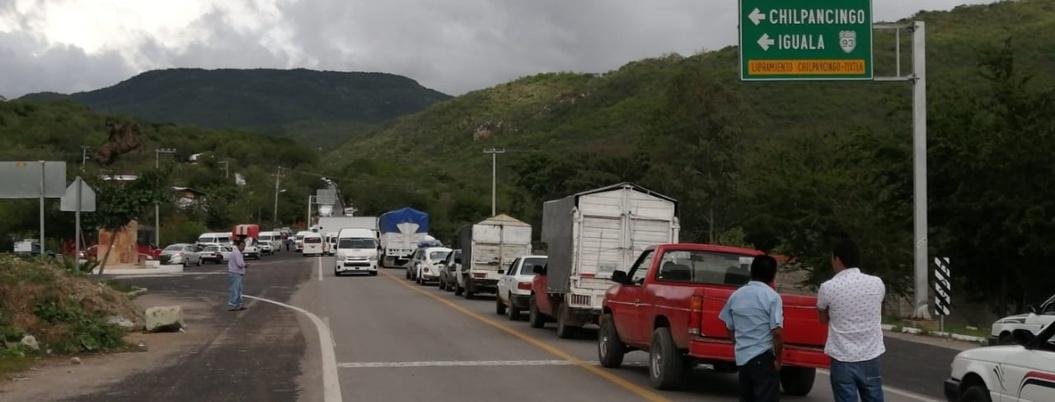 Comunitarios de Acatempa bloquean carretera Chilpancingo-Tlapa