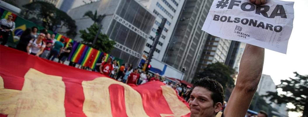Brasileños protestan contra reformas en plena Copa América