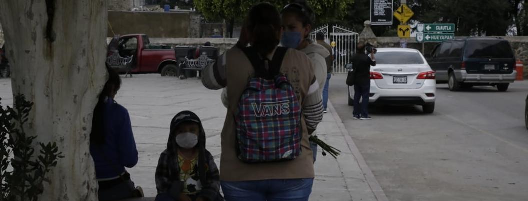 Municipios de Morelos se anegan de ceniza del Popocatépetl