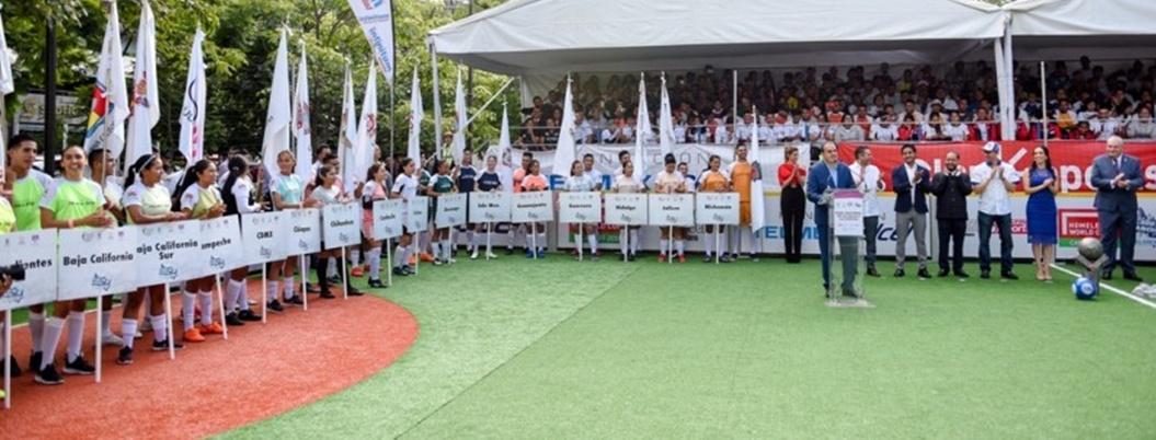 Blanco inaugura torneo de futbol y se pone como ejemplo a seguir