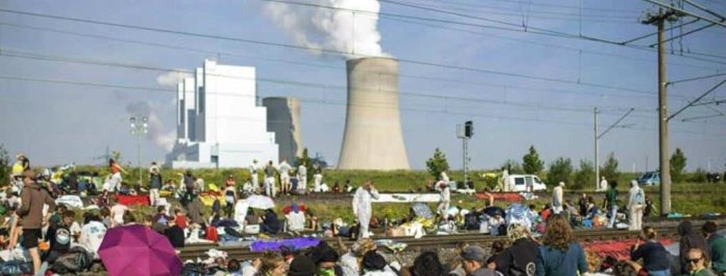 Protestan jóvenes contra mina de carbón a cielo abierto en Alemania