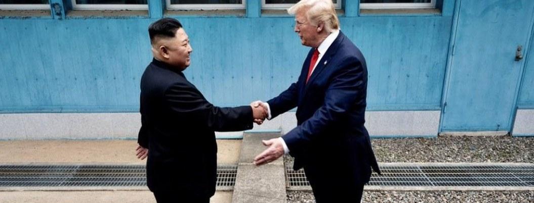 Trump primer presidente de EU en pisar Norcorea; se reúne con Kim