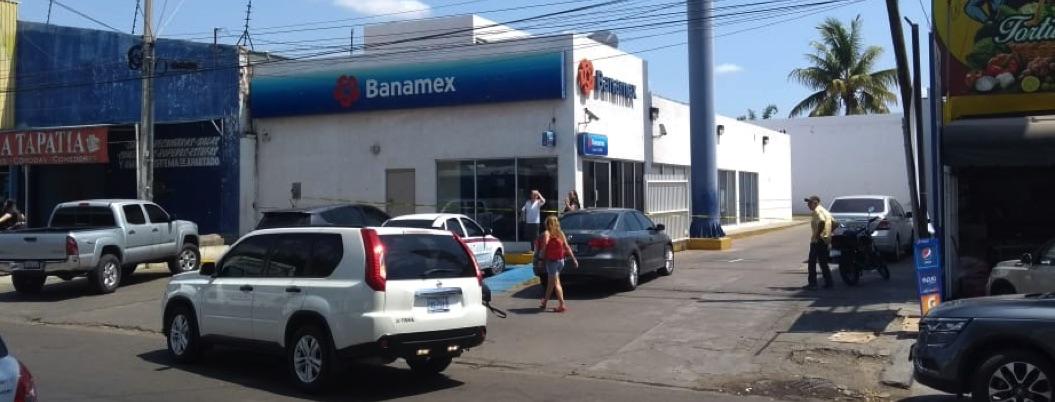 Asaltan banco en Culiacán disfrazados de trabajadores del INE