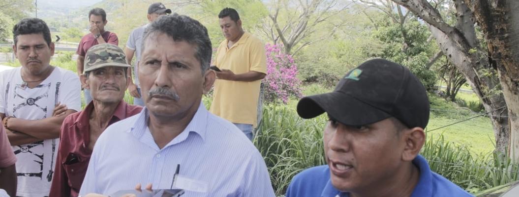 """""""Gobernador sabotea entrega de fertilizante con desalojos"""": campesinos"""
