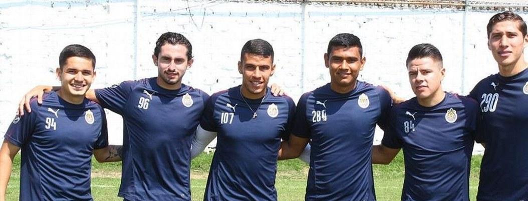 Chivas exporta canteranos al futbol español y cede a uno a San Luis