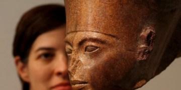 Escultura de Tutankamon