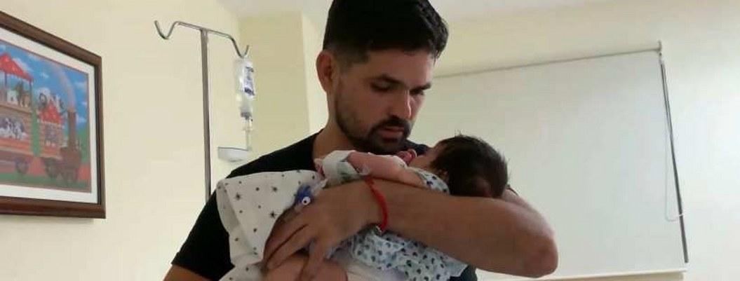 Dante, bebé de Ferdinando sigue luchando por vivir; recayó en meringuitis