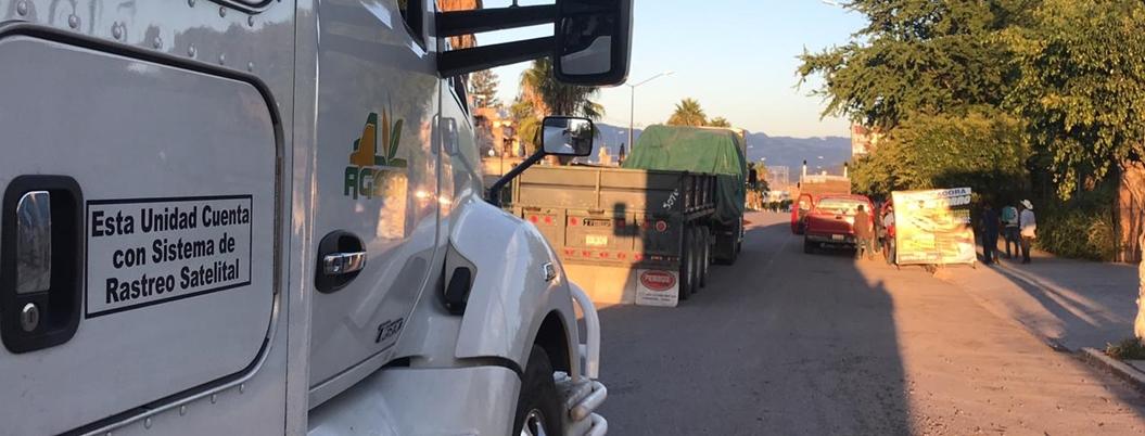 Organización campesina saquea fertilizante en Chilapa
