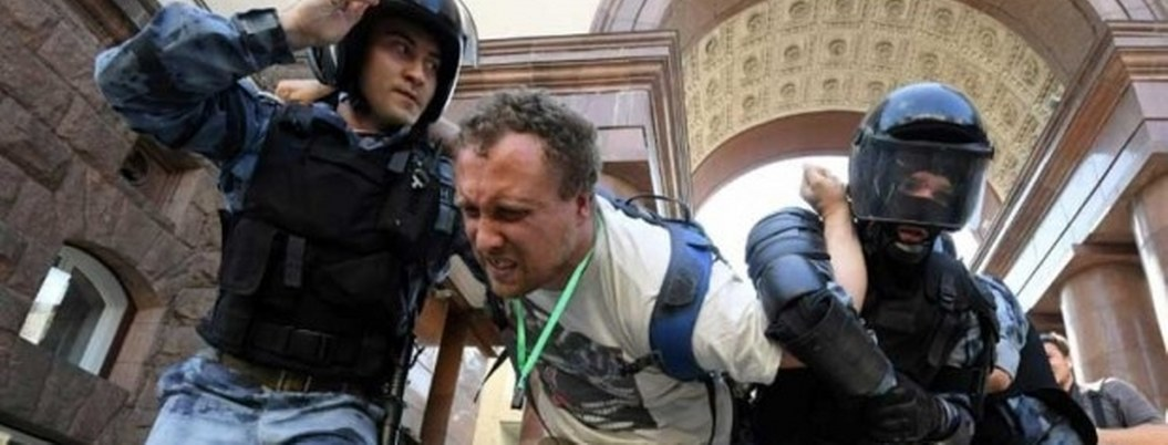 Opositor ruso hospitalizado por alergia aguda contraída en prisión