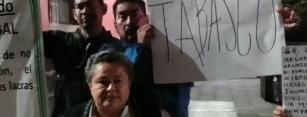 Tabasqueños protestan en Palacio Nacional, piden audiencia a AMLO
