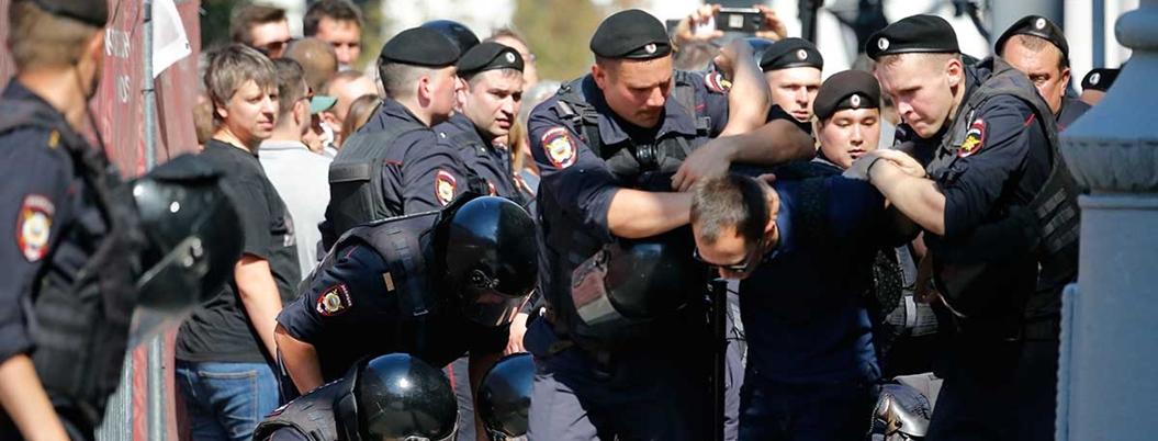 Policía rusa detiene a 638 personas durante manifestación