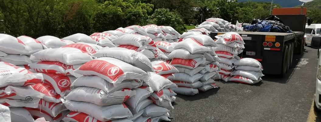 Campesinos saquean tráiler de fertilizante en Tixtla