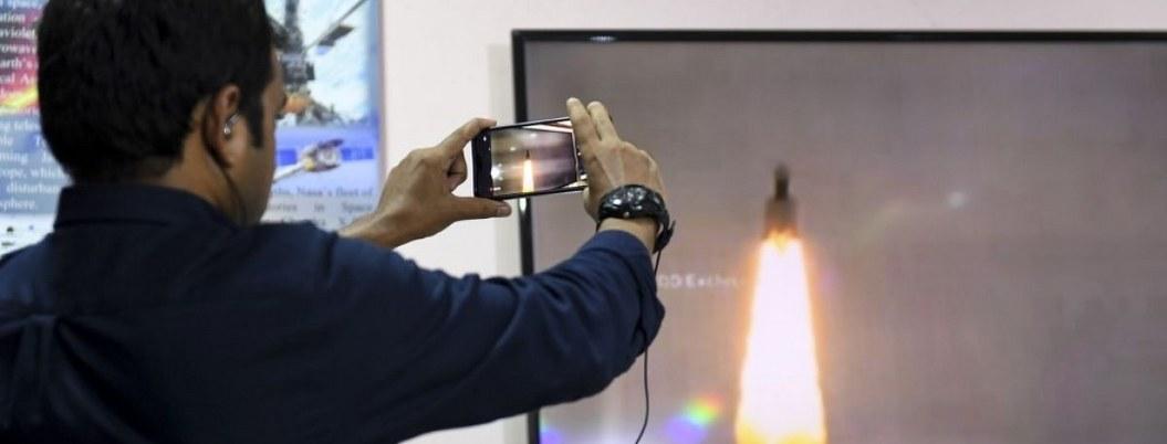 India lanza una sonda espacial para llegar a la Luna