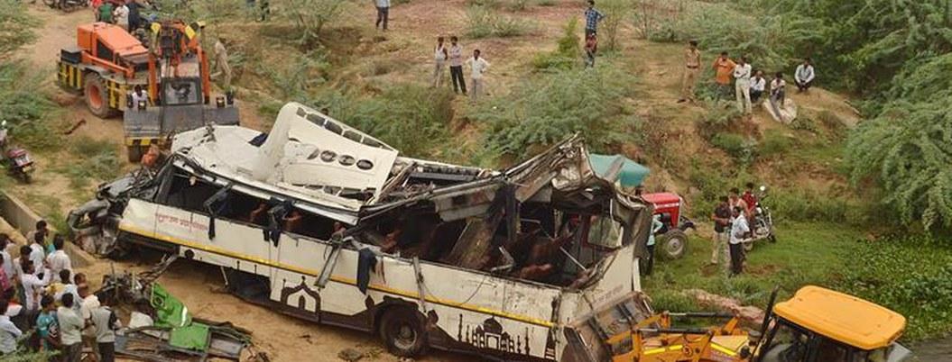Mueren 29 personas en accidente de tránsito en la India