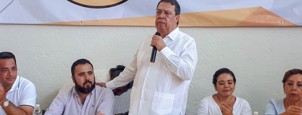 Aguirre advierte que renunciaría al PRD si surge Futuro 21