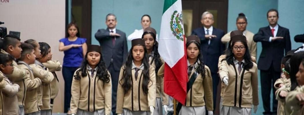 Andrés Manuel ofrece paz y respeto a los maestros